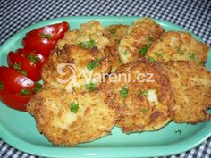 Jednoduchý a rychlý recept na květákové placičky, které výborně chutnají se šťouchanými brambory a syrovou zeleninou. What To Cook, Tandoori Chicken, Baked Potato, Cauliflower, Food And Drink, Vegetarian, Treats, Vegetables, Cooking