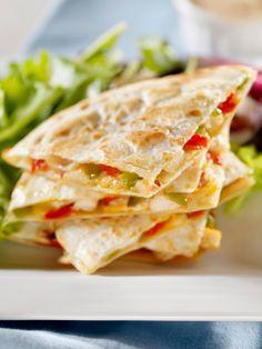 Quesadillas croustillantes aux poivrons rouges rôtis - Châtelaine