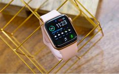 From cheap running earbuds and Hydro Flasks to the Apple Watch and Peloton, these are the best fitness gifts. Apple Watch Price, New Apple Watch, Apple Watch Series 2, Apple Watch Iphone, New Iphone, Compass App, Apple Watch Fitness, Iphone Stand, Secret Sale