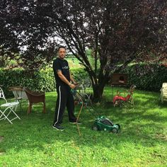 There are things I do in my house in Belgium that I definitely can't do in Athens!!! Dales gardening!! Cool! ;)