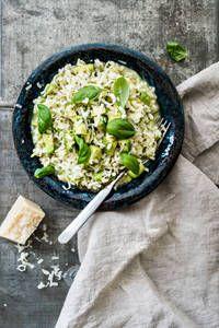 Avokadorisotto | K-Ruoka Salty Foods, Vegan Foods, Veggie Recipes, Risotto, Recipies, Food And Drink, Koti, Meals, Dining