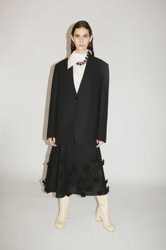 Jil Sander, Fashion Show Collection, Designer Collection, Vogue Paris, Cool Silhouettes, Vogue Russia, Mannequins, Paris Fashion, Fashion Hub