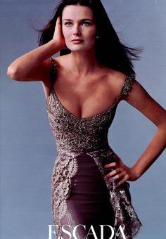 Czech-born beauty Paulina Porizkova is 'electrifying' for Escada Couture Stunningly Beautiful, Most Beautiful Women, Beautiful People, Beautiful Dresses, Paulina Porizkova, European Models, Famous Models, Mannequins, Covergirl