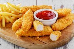 Stripsy, czyli kawałki kurczaka w panierce, to popularne amerykańskie danie. Kiedy masz na nie ochotę, nie musisz iść do baru szybkiej obsługi.