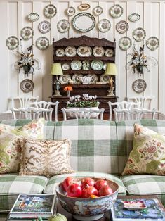 Cottage Style Homes, Country Homes, English Decor, Great Wall Of China, Cottage Living, House Made, Plates On Wall, Plate Wall, Great Rooms