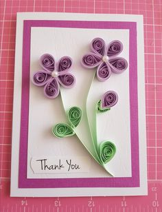 Pinned for design. Quilling Birthday Cards, Paper Quilling Cards, Paper Quilling Flowers, Paper Quilling Patterns, Origami And Quilling, Quilled Paper Art, Quilling Craft, Quiling Paper, Craft Presents