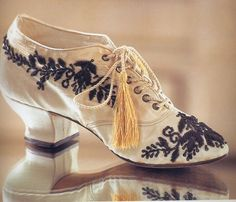 Embroidered Shoes, ca. Vintage Outfits, Vintage Shoes, Vintage Accessories, Vintage Dresses, Edwardian Clothing, Edwardian Fashion, Vintage Fashion, Belle Epoque, Style Édouardien
