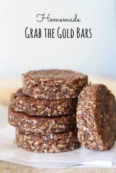 to make homemade grab the gold bars are naturally gluten free and much cheaper than the store bought ones!easy to make homemade grab the gold bars are naturally gluten free and much cheaper than the store bought ones! Healthy Bars, Healthy Treats, Healthy Desserts, Dessert Recipes, Healthy Recipes, Recipes With Dates Healthy, Paleo Bars, Healthy Breakfasts, Eating Healthy