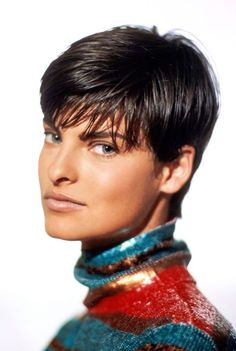 Linda Evangelista in Perry Ellis, Vogue 90s Haircuts, Girls Short Haircuts, Short Hairstyles For Women, Pixie Hairstyles, Pixie Haircut, Easy Hairstyles, Top Supermodels, Original Supermodels, Linda Evangelista Now
