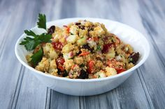 This delicious cold greek quinoa salad is a healthy option for lunches!