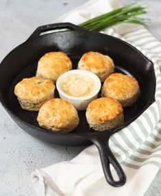 Cheddar Chive Buttermilk Biscuits | DIVERSE DINNERS Potato Dishes, Food Dishes, Roasted Squash Soup, Blueberry Oatmeal, Tasty, Yummy Food, Quick Bread Recipes, Buttermilk Biscuits