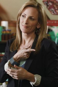 Marlee Matlin in Switched at Birth Marlee Matlin, Deaf People, Beautiful People, Beautiful Women, Switched At Birth, The L Word, Deaf Culture, American Sign Language, Black Singles