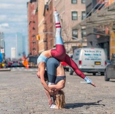 Poses Gimnásticas, Acro Yoga Poses, Partner Yoga Poses, 2 Person Yoga Poses, Yoga Poses For Two, Yoga Images, Yoga Pictures, Yoga Girls, Pilates