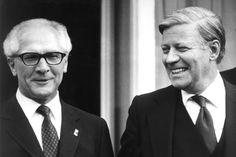 Erich Honecker und Helmut Schmidt (© ddp/AP)