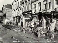 Kruisweg, het verwijderen van de tramrails 1948
