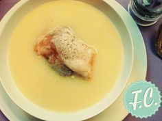 Creamy Chicken Soup with Egg Lemon Sauce! Greek Recipes, Soup Recipes, Snack Recipes, Cooking Recipes, Healthy Recipes, Recipies, Delicious Recipes, Christmas Dishes, Greek Christmas
