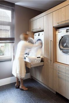 Laundry Room Design Idea – Raise Your Washer And Dryer Up Off The Floor Laundry Room Design Idea - Raise Your Washer And Dryer Up Off The Floor Vooral de vondst om onder de machine ook nog een lade te plaatsen waar je de wasmand op kan plaatsen Laundry Room Design, Laundry In Bathroom, Laundry Area, Laundry Closet, Basement Laundry, Kitchen Design, Modern Laundry Rooms, Laundry Baskets, Laundry Room Appliances
