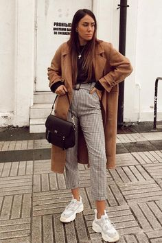 You are looking for stylish jackets and coats? Then look at our vo - You are looking for stylish jackets and coats? Then look at us … - Winter Outfits For Teen Girls, Spring Work Outfits, Casual Winter Outfits, Winter Fashion Outfits, Look Fashion, Stylish Outfits, Fall Outfits, Womens Fashion, Cold Weather Outfits