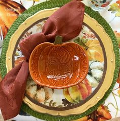 Our Autumn Tablescape showcases inexpensive Fall theme Melamine dishes with a Pumpkin soup bowl. Z Thanksgiving Tablescapes, Thanksgiving Decorations, Christmas Arts And Crafts, Fall Crafts, Spaghetti Dinner, Crock Pot Tacos, Wooden Dough Bowl, Dinning Room Tables, Everyday Dishes