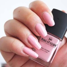 Pretty pink nailpolish by @beautyunboxingnl #pink #nails #nailpolish #makeupstudio