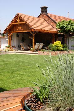 Zelená zahrada za červenou zdí   Chatař & Chalupář