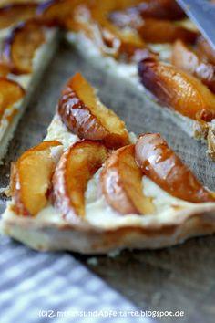 Nektarinen-Tarte mit Honig-Frischkäse, so schmeckt der Sommer!