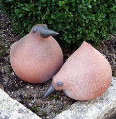 Vögel aus Ton für den Garten von Margit Hohenberger