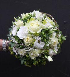 Blumenschmuck Kirche Hochzeit | Auch die Blumendekoration in der Kirche und am Ort derFeier ist ein ...