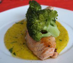 Riquísima receta de salmón a la plancha con salsa de mango. Un toque diferente que te encantará. Pasa por hornodeluna y descubre la receta.