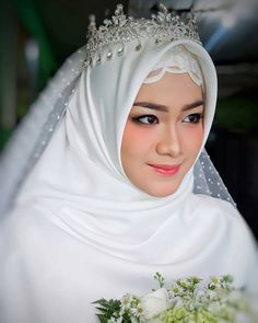 43 Ideas muslim bridal look wedding hijab Hijabi Wedding, Wedding Hijab Styles, Muslimah Wedding Dress, Muslim Wedding Dresses, Wedding Dress With Veil, Muslim Brides, Bridal Dresses, Bridesmaid Dresses, Bridal Hijab