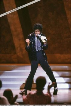 Michael Jackson Motowns' 25th Anneversery A moment that changed music and dancing forever!