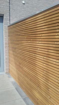 Sterk in houten projecten Backyard Seating, Backyard Garden Design, Backyard Fences, Terrace Garden, Timber Feature Wall, Privacy Fence Designs, Gabion Wall, Timber Cladding, Fence Panels