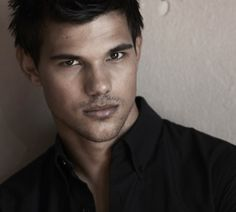 Taylor Lautner Photo: New Total Film Magazine Outtakes Taylor Lautner, Pretty People, Beautiful People, Raining Men, Poses, Attractive Men, Good Looking Men, Cute Guys, Beauty
