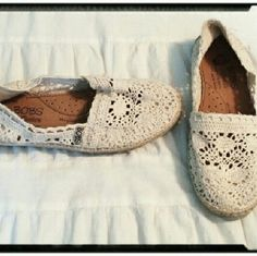 New Bob's Crochet Skecher Espadrilles Size 10 BNWOB Bob's Skecher Crochet Espadrilles Cute & comfy espadrilles, cream crochet, flexible insoles with soft arch support. Brand new, never worn, no flaws. Bundles receive an extra 20% discount. Ships next business day. All offers considered. Skechers Shoes Espadrilles