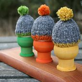A simple pattern for egg warmers, why not knit a few for Easter?