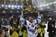 Kometa má svůj 12 titul!!! Ice Hockey, Sports, Hs Sports, Sport, Hockey Puck, Hockey