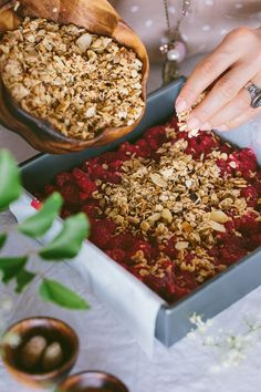 A vegan breakfast bar recipe free of refined sugar, butter, and all-purpose flour. Easy to make and a healthier alternative for fatty breakfast bars. Raspberry Breakfast, Breakfast Bars, Vegan Breakfast, Healthy Bars, Healthy Recipes, Healthy Foods, Brunch Recipes, Breakfast Recipes, Food Policy