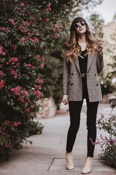 Los Angeles fashion blogger wearing Frank and Oak wool blazer and Everlane denim and boots. How to style an all black outfit with plaid blazer and tan booties. #fallstyle #falloutfitideas  #autumnoutfits