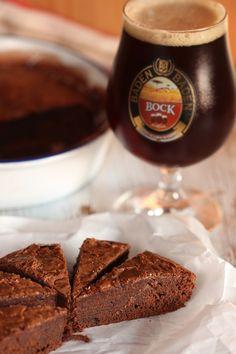 Bolo de Chocolate combina com Baden Baden Bock! Foto Patrícia Guimarães para Senhora Mesa.