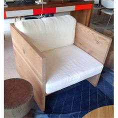 stock available: box day chair