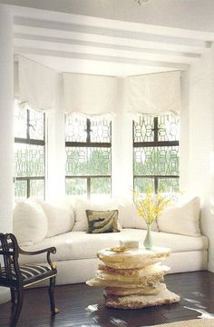 Great couch looking window seat. I need something like this in my living room bay window! That would help me to figure out how to arrange the furniture! My New Room, Home And Living, Family Room, Living Spaces, Sweet Home, Room Decor, House Design, Design Design, Media Design