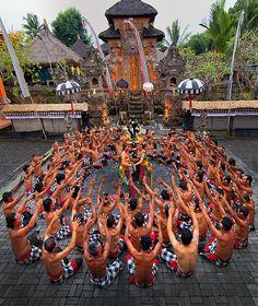 Bali  ceremony 'apendans'  '88 huwelijksreis naar Indonesië met een start in Singapore, daarna Sumatra, Java, Lombok, Bali en Sulawesi.