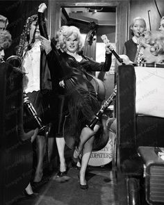 Print Marilyn Monroe Some Like it Hot 1959 Marilyn Monroe Movies, Marilyn Monroe Photos, Marylin Monroe, Classic Comedies, Classic Movies, Vintage Hollywood, Classic Hollywood, All Star, Constance Bennett