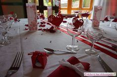 Décoration de mariage sur le thème Amour, glamour romantique en rouge, blanc et…