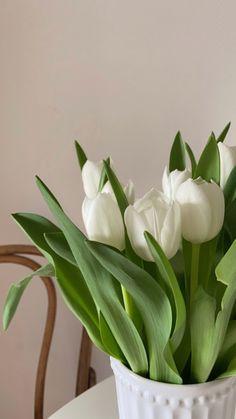 Vintage Flowers Wallpaper, Flower Wallpaper, Wallpaper Backgrounds, Aesthetic Backgrounds, Aesthetic Iphone Wallpaper, White Tulips, White Flowers, Aesthetics Tumblr, Grass Flower