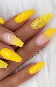 nails yellow and black ; nails yellow and gray ; nails yellow and white ; nails yellow and blue Neon Yellow Nails, Yellow Nails Design, Yellow Nail Art, Color Yellow, Green Nail, Pink Nail, Yellow Hair, Pastel Nails, Neon Colors