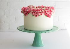 DIY: Piped buttercream flower cake - Project Wedding by Erica O'Brien. Nice for a small country or garden wedding.
