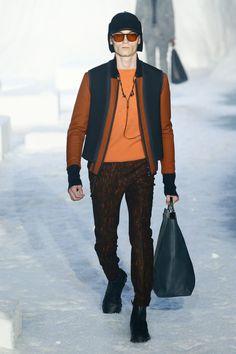 The complete Ermenegildo Zegna Fall 2018 Menswear fashion show now on Vogue Runway. Mens Fashion 2018, High Fashion Men, Cheap Mens Fashion, Mens Fashion Blazer, Fashion Show, Fashion Menswear, Style Fashion, Style Costume Homme, Fashion Week Hommes