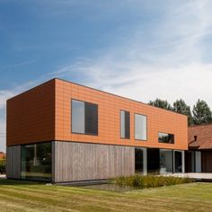Single family house by  Pascal François Architects