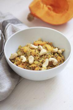 Das Curry ist vegan  und trotzdem super cremig. Das kommt vor allem durch das Cashewmus, das man am Ende untermischt. Es schmeckt auch ohne, ist dann aber um einiges weniger cremig. Erdnussmus passt auch super und ist ein bisschen günstiger als Cashewmus. Vielleicht also eine gute Alternative. Bei beidem aber drauf achten, dass es zu 100 Prozent aus Nüssen besteht.
